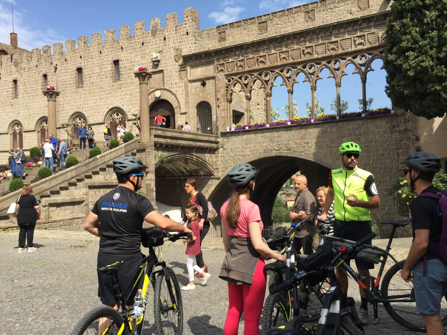 With the bike through the city of Viterbo: the Papal Palace